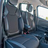 Prednja sjedala su vrlo udobna i dobro drže tijela vozača i suvozača kojima svakako neće nedostajati prostora za udobnu vožnju tijekom putovanja