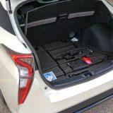 Uz ponešto osnovnog alata, u podnici prtljažnika smješten je i komplet za popravak pneumatika