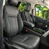 Prednja sjedala su vrlo udobna i električno podesiva, a vozačko nudi mogućnost pamćenja željenog položaja