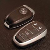 Ulazak u vozilo bez vađenja ključa bio bi očekivan s obzirom na cijenu Giulije. Također, ovaj lijepo i moderno dizajnirani ključ je malo prevelik za stalno nošenje u džepu