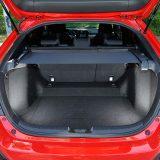 Zapremnina prtljažnika iznosi solidnih 420 dm3, dok je potpunim preklapanjem naslona stražnjih sjedala ovaj obujam moguće povećati na 1209 dm3