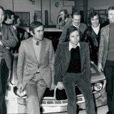 Jochen Neerpasch (treći s lijeva) sa svojom ekipom vozača i suvozača (1973.)