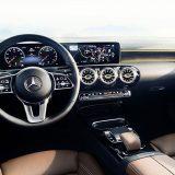autonet_Mercedes-Benz_A_klasa_2017-11-24_002