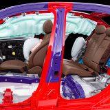Mercedes-Benz ne štedi prema pitanju zaštite putnika. Posebna kombinacija materijala u izradi karoserije i mnoštvo zračnih jastuka jamstvo su vrhunske pasivne sigurnosti