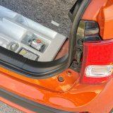 Ispod podnice prtljažnika nalaze se osnovni alat te komplet za popravak pneumatika