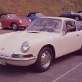 Porsche 911 2.0 Coupé je ušao u proizvodnju 1964. Modeli 356 C (u pozadini) su ostali u proizvodnji do 1965.