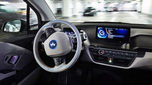 BMW neće razviti autonomni automobil bez upravljača i pedala