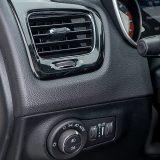 U potpuno tamnom izdanju testnog automobila piano lak i kromirani obrubi ventilacije i instrumenata rijetki su kontrastni detalji