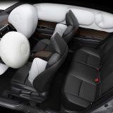 Sigurnost ovog automobila podržava sedam zračnih jastuka što uključuje i zračni jastuk za zaštitu koljena vozača
