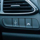 Model i30 N ima niz sigurnosnih i komfornih elemenata pa između ostaloga uključuje LKAS sustav upozorenja i korekcije putanje prilikom prelaska vozne trake, FCWS upozorenje o mogućem frontalnom sudaru, HBA automatsko uključivanje dugih svjetala i još toga