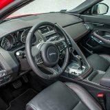 Kako je to već i uobičajeno kod premium marki i Jaguar E-Pace je na naše tržište, pored standardnih, uveden s posebnim izvedbama kojima se obilježava početak prodaje nekog modela. U ovom slučaju posebne su izvedbe nazvane First Edition
