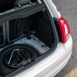 Rezervni kotač pokazuje kako se radi o automobilu osmišljenom pred desetak godina. Danas bi Fiat 500 sigurno imao tek komplet za popravak pneumatika, premda mnogi rezervni kotač smatraju daleko boljim rješenjem