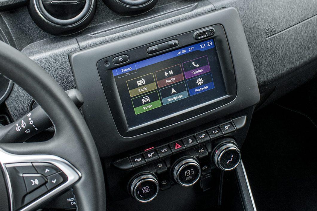 Multimedijski sustav Media Nav Evolution dolazi sa 7-inčnim središnjim zaslonom osjetljivim na dodir. Novi, povišeni položaj je za pohvalu, a isto vrijedi i za nove te kvalitetnije prekidače na puno modernijoj središnjoj konzoli
