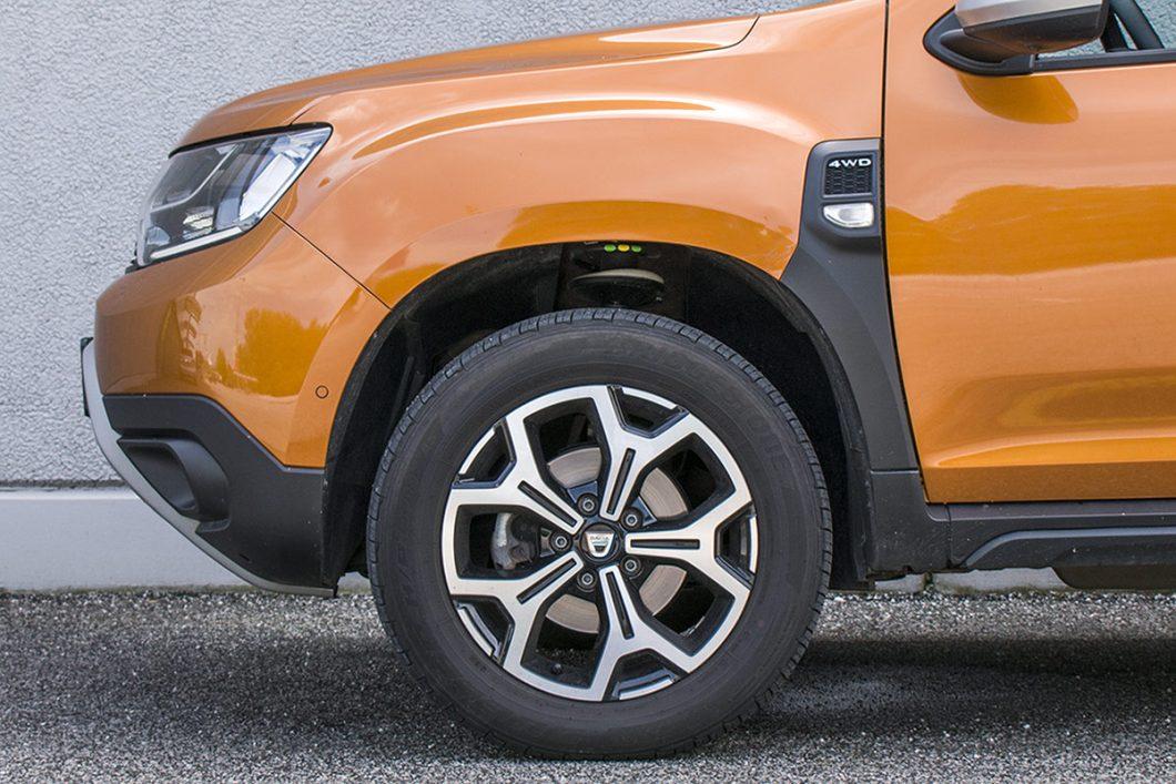 Testirani je automobil bio opremljen atraktivnim 17-colnim naplacima od lake legure te pneumaticima dimenzija 215/60 R 17