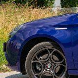 "Naplaci od lake legure QV Bruniti ""obučeni"" su u pneumatike Pirelli P7 dimenzija 225/40 R 18"