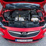 Uvjerljivi 2-litreni turbodizel u GSi izdanju zahvaljujući sekvencijalnom dvofaznom turbopunjaču razvija 209 KS i 480 Nm