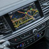 Središnji zaslon infotainment sustava se, osim za prikaz navigacije i kontrolu audio sustava koristi, između ostaloga, i za podešavanje postavki unutar načina rada pogonsko-prijenosnog sklopa, primjerice sportskog