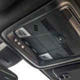 Na prednjem dijelu krova, uz unutarnji elektrokromatski retrovizor, nalaze se tipke Opel Onstara odnosno sustava za poziv u pomoć i uspostavljanje kontakta s Call-centrom. Nažalost, ova će tehnologija uskoro biti napuštena