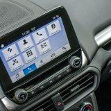 Središnji zaslon infotainment sustava je pregledan i intuitivan te dobro reagira na dodir. Još kada bi Ford napokon ponudio izbor nekih drugih boja pored ove plave...