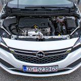 Testiranu Astru je pokretao 1,6-litreni 4-cilindrični turbodizelski motor snage od 100 kW, odnosno 136 KS te najvećeg okretnog momenta od 320 Nm. Tvornički podaci kažu kako mu prosječna potrošnja iznosi 4,6 l/100 km, a mis mo izmjerili 5,3 litre