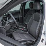 Vozača i suvozača će u testnom modelu dočekati i ergonomska AGR sjedala koja su dio dodatne opreme, no smatramo da će se posebno isplatiti onima koji provode više vremena za upravljačem