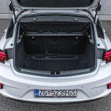 Prtljažnik ovog automobila je zapremine od 370 l, a preklapanjem naslona stražnjih sjedala podijeljenog u omjeru 60 naprema 40, ista raste na 1210 dm3