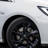 Testirani je automobil bio opremljen crnim 17-colnim alu-naplacima s high gloss premazom, a na njima se nalaze michelinovi pneumatici Primacy 3 dimenzija 225/45 R 17