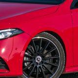 Atraktivni 19-colni naplaci čiji dizajn potpisuje AMG dio su s popisa dodataka. Serijski se uz ovu A klasu dobivaju 16-colni kotači