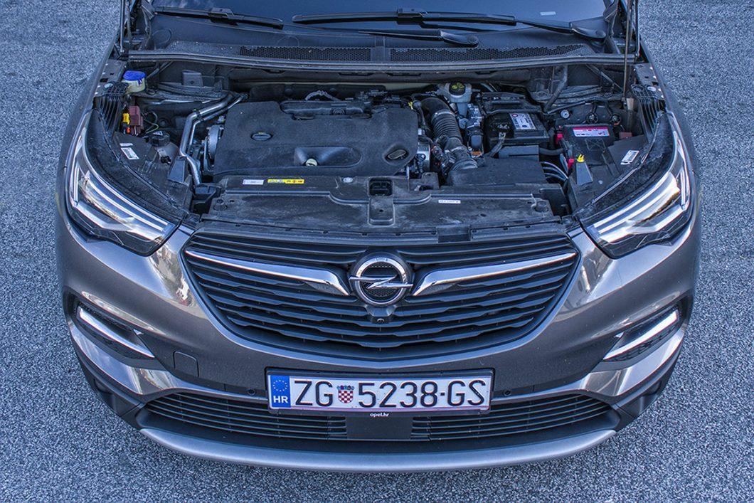Testirani automobil je pokretao 2,0-litreni 4-cilindrični turbo dizelski motor snage od 177 KS te najvećeg okretnog momenta od 400 Nm. Motor je relativno tihog i mirnog rada, isporuka snage i momenta primjerena, a potrošnja umjerena u odnosu na obujam, snagu i samo vozilo koje pokreće