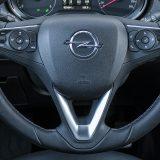 Višefunkcijski upravljač nudi vozaču mogućnost laganog upravljanja nekolicinom sustava kao što su aktivni tempomat, audio sustav, grijanje upravljača, telefon i sl.