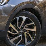 Testrirani je automobil bio opremljen alu-naplatcima Diamond Cut  veličine od 19 cola te continentalovim pneumaticima ContiSportContact 5 dimenzija 235/50