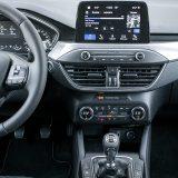 Očekivano, središnjom konzolom dominira infotainment sustav Ford Sync 3 s Bluetooth podrškom, navigacijom i 8-inčnim zaslonom osjetljivim na dodir. Njegova funkcionalnost kao i intuitivnost sučelja su na solidnoj razini