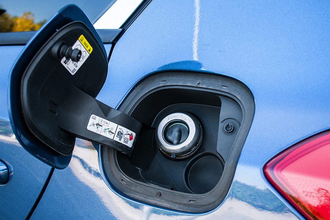 Fordov je sustav Easy Fuel bio jedna od prvih koji nudi otvor za ulijevanje goriva bez unutrašnjeg zatvarača (čepa). Inače, ovaj je moderni pogonski stroj opremljen i filterom čestica, relativno novim rješenjem u slučaju benzinskih motora