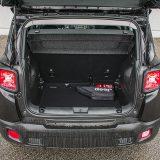 Obujam prtljažnika Jeepa Renegade iznosi 351 / 1297 dm3 što ga, pored vanjskih dimenzija, stavlja negdje na granicu između B i C segmenta. Kutijasta karoserija je, pri tome, prostrana kao većina onih iz višeg od dva navedena segmenta