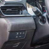 Sustav Top View Monitor s 4 kamere za pregled u 360° itekako je praktičan prilikom parkiranja ove, neskromno dimenzionirane limuzine. Materijal Ultra Suede (tkanina koja izgleda kao brušena koža) još je jedna posebnost paketa Takumi Plus