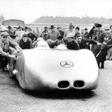 Brzina koju je Caracciola postigao s Mercedes-Benzom W 125 Rekordwagen i danas je najveća ikad ostvarena na nekoj javnoj prometnici