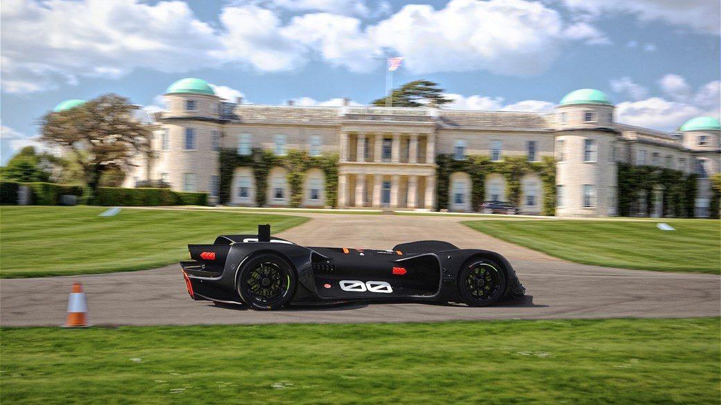 Roborace je utrka posve autonomnih bolida koja se do sada dvaputa održala. U odnosu na F1 i druge utrke u kojima vozilima upravljaju živi ljudi, usprkos dizajnu koji sugerira neslućene brzine, stvarne brzine koje umjetna inteligencija postiže u utrkama su vrlo skromne.