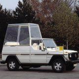 Papamobil je poznat u otvorenim i zatvorenim izvedbama. Ipak, nakon pokušaja atentata na Papu Ivana Pavla II, u svibnju 1981, ovi su automobili najčešće blindirani