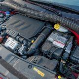 """Za pogon ovog Peugeota 2008 odabran je benzinski 3-cilindrični motor obitelji PureTech koji iz obujma od 1199 cm3 """"izvlači"""" 110 KS pri 5500 o/min te 205 Nm pri 1500 o/min"""