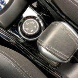 """Peugeotov je sustav Grip Control (dodatna oprema testiranog modela) zamišljen tako da prilagođavanjem karakteristika pogona na izvjestan način """"premosti"""" jaz između automobila s pogonom na prednje i onih s pogonom na sva četiri kotača"""