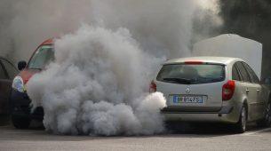 Britanija skraćuje rok za zabranu prodaje neelektričnih automobila
