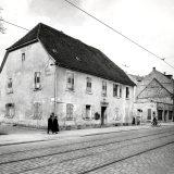 Adresa Rheinstrasse 22 u predjelu Mühlburg, grada Karlsruhea, smatra se rodnom kućom Carla Benza (25. studeni 1844. - 4. travanj 1929.)