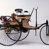 Benz Patent-Motorwagen Nr. 1 je pokretao benzinski 1-cilindrični motor obujma od 954 cm3 i najveće snage od 0,75 KS pri 400 o/min