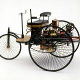 Najveća brzina Benzovog Patent-Motorwagena iznosila je 16 km/h, a automobil je (neopterećen) težio 265 kg