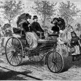 Bertha Benz je svoju epsku vožnju poduzela s Patent-Motorwagenom, 1888. Iste godine leipziški Illustrierte Zeitung je objavio ilustriranu reportažu o vožnji Patent-Motorwagena Nr. 3