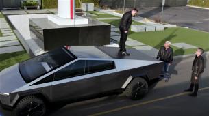 Jay Leno i Elon Musk provozali se u Cybertrucku i otkrili nekoliko novih detalja