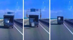 Kutija ispala iz kamiona – i vratila se natrag, dvaput!