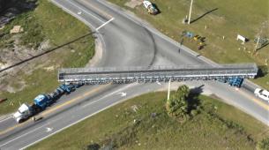 Kako lokalnom cestom prevesti 72 metra dugu konstrukciju?
