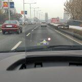 Head-up zaslon (dodatna oprema), koji se automatski podiže pri pokretanju motora, pruža osnovne funkcije kojima će pomoći vozaču da manje skreće pogled s ceste