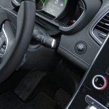 Scénic je opremljen Hands-free ulaskom u vozilo i pokretanjem motora, bez vađenja kartice iz džepa. Tu je i praktično automatsko zaključavanje kad se udaljite od vozila